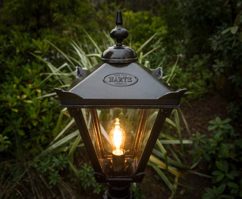 https://www.harteoutdoorlighting.ie/wp-content/uploads/2019/07/TradParkCloseUpLamp.jpg